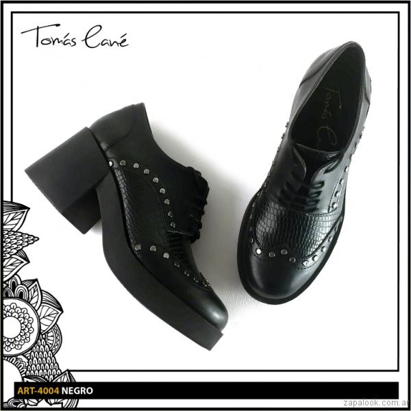 Zapato abotinado con taco alto invierno 2017 Tomas Cane