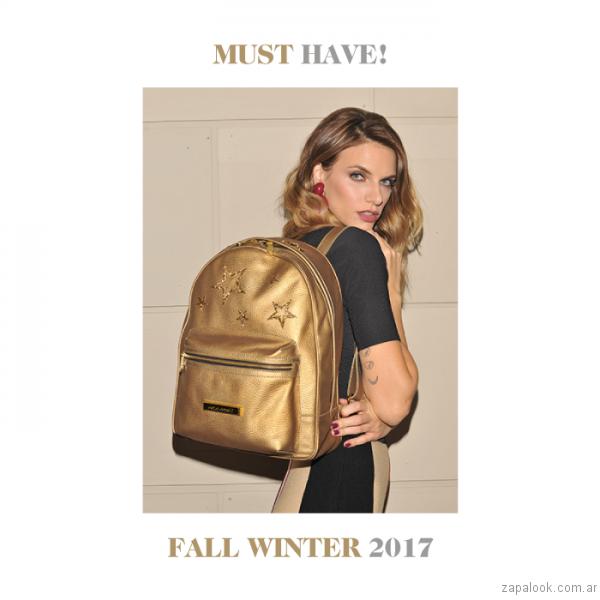 mochila dorada Carla Danelli invierno 2017
