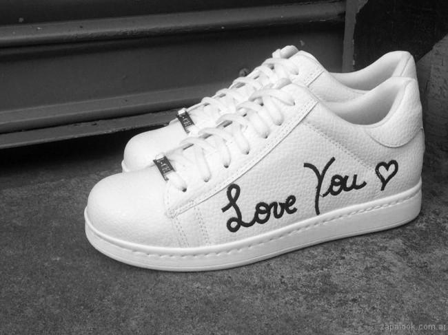 zapatillas blancas con frases Luna Chiara invierno 2017