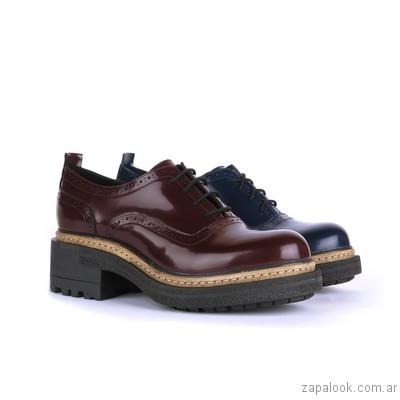 zapatos abotinados de charol invierno 2017 - New Factory