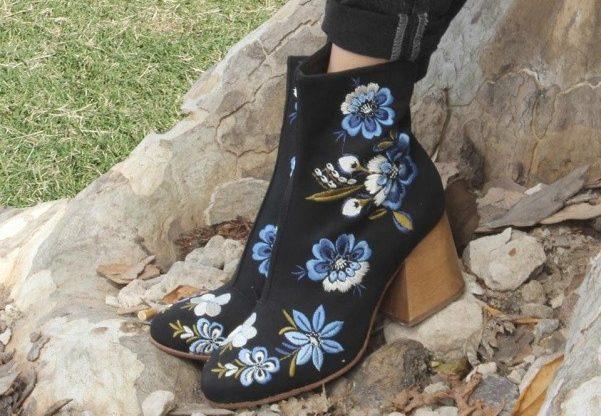 botinetas bordadas con flores invierno 2017 Kloosters