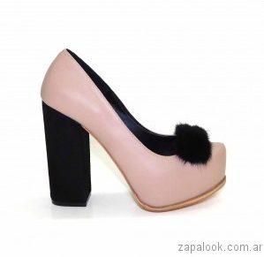 zapato rosa y negro con pelo sintetico Luciano Marra - Calzados invierno 2017