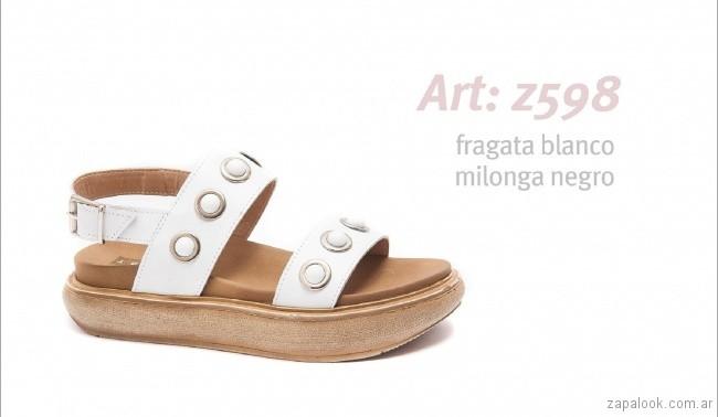 Sandalias con base alta blanca con perlas primavera verano 2018 - calzados Traza