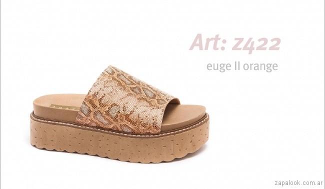 Sandalias con base alta reptil metalizado primavera verano 2018 - calzados Traza