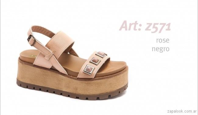 Sandalias con base alta rosa claro con perlas primavera verano 2018 - calzados Traza