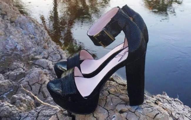 Sandalias negras para fiestas Calzados Bettona primavera verano 2018