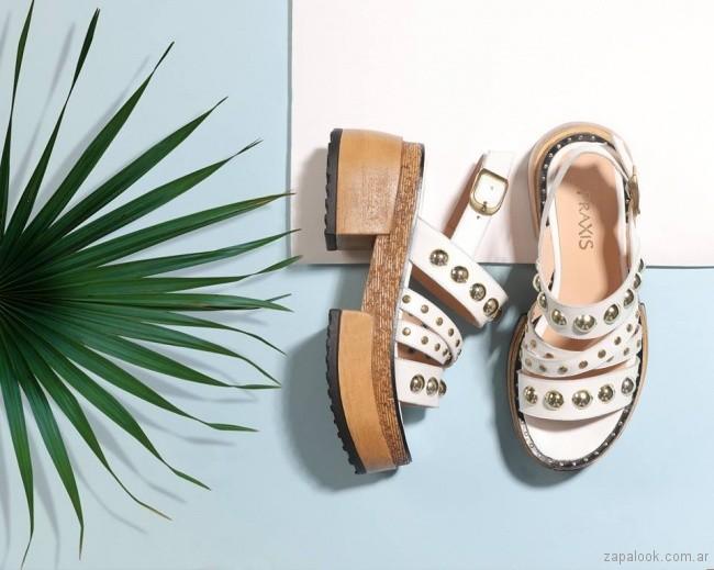 Sandalias blancas con tachas verano 2018 - Praxis
