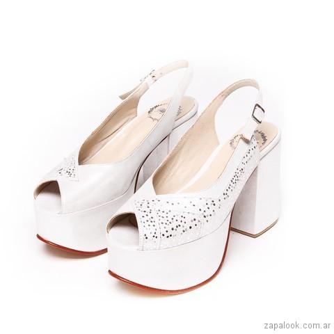 Sandalias blancas para novias con plataforma verano 2018 - LOMM