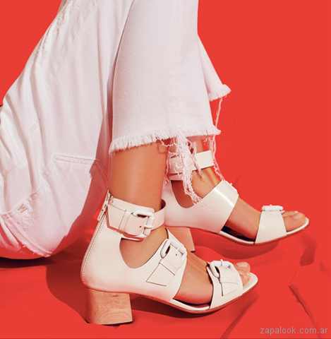 sandalia blanca con multiples hebillas verano 2018 Mishka