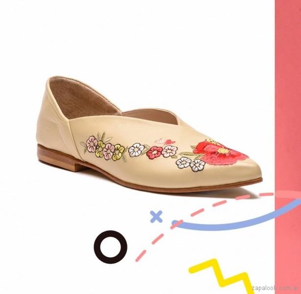 zapatos bajos bordados - calzado juvenil verano 2018 - Sofi Martiré