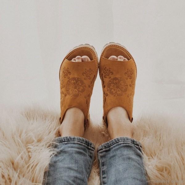 Sandalias de cuero con relieve verano 2018 - Clara Barcelo