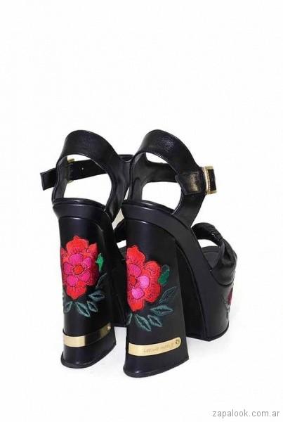 Sandalias de fiesta bordadas verano 2018 - Luciano Marra
