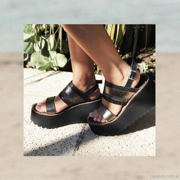 Sandalias negras base altas de goma Anca co verano 2018