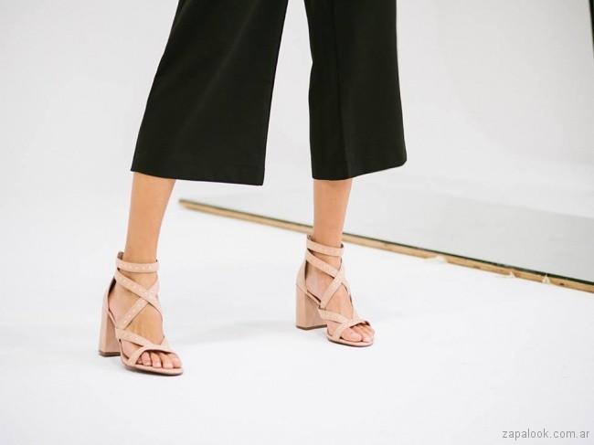 sandalias altas con tiras cruzadas primavera verano 2018 - Via Uno