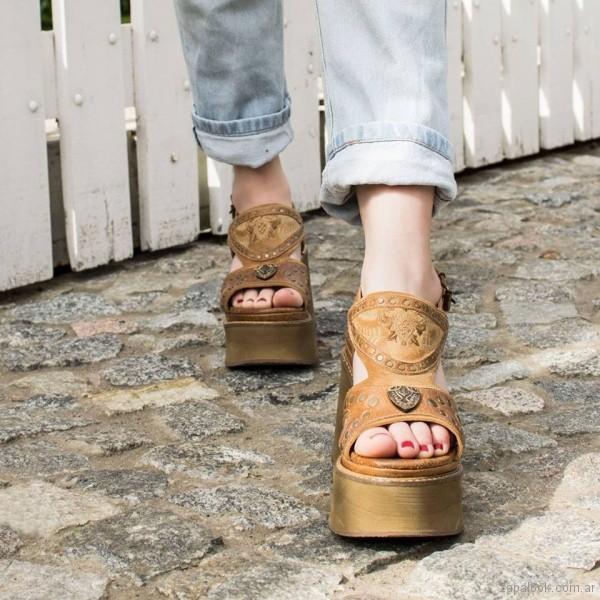 sandalias de cuero con plataformas