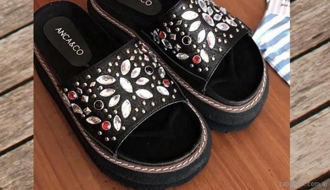 sandalias negras con apliques de piedras Anca co verano 2018