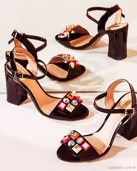 sandalias negras con apliques primavera verano 2018 - Via Uno