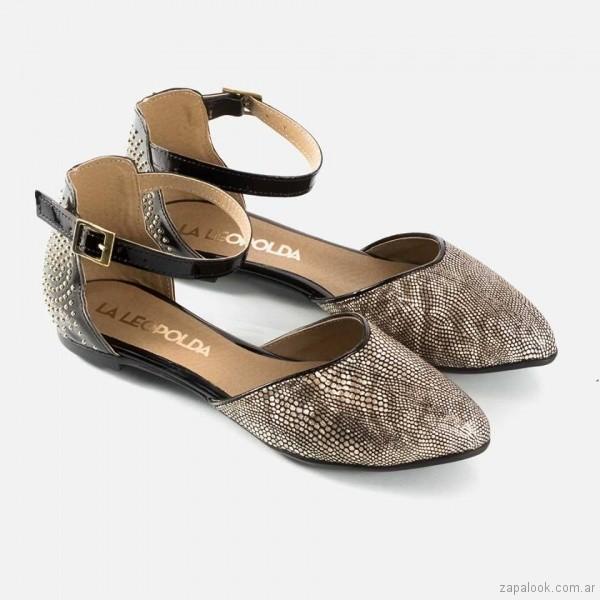 zapato plano dorado y negro primavera verano 2018 - La Leopolda