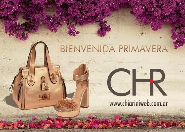 cartera y sandalia dorada verano 2018 - Chiarini