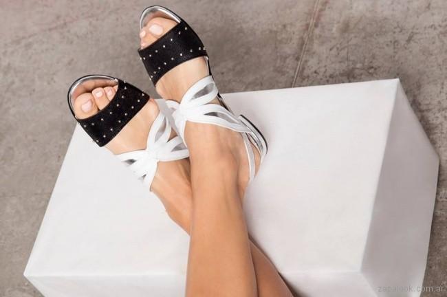 sandalias bajas en blanco y negro Pepe Cantero verano 2018