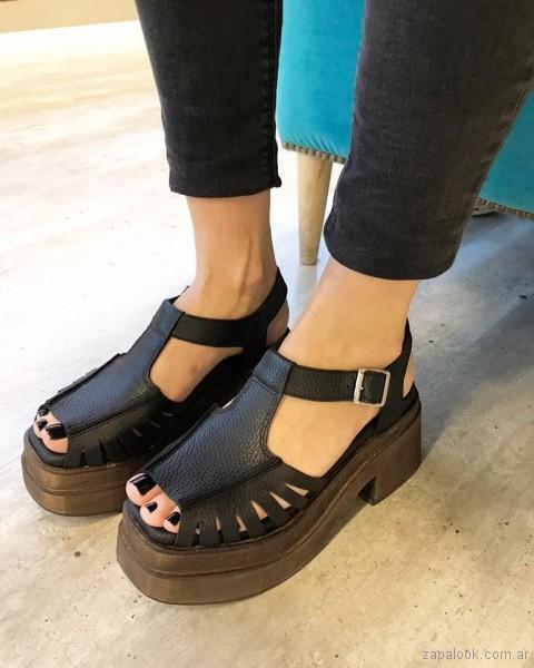 Sandalias negras con base verano 2018 - Chao Shoes.jpg