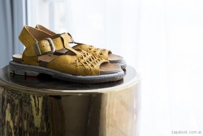 sandalias amarillas chatitas verano 2018 Le Loup