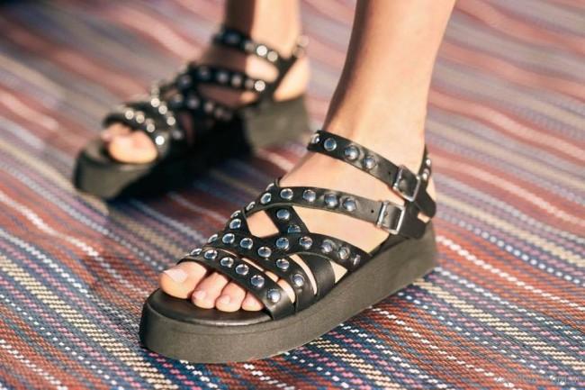sandalias negras con tachas verano 2018 - Chao Shoes.jpg