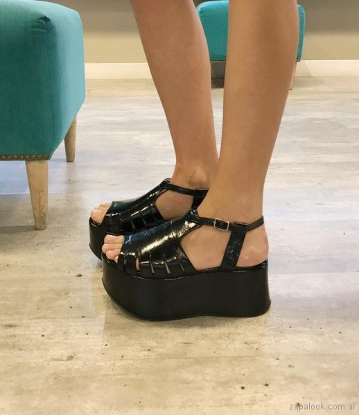 sandalias negras de charol con plataformas verano 2018 - Chao Shoes.jpg