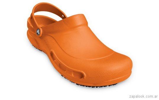 zapato naranja Crocs verano 2018
