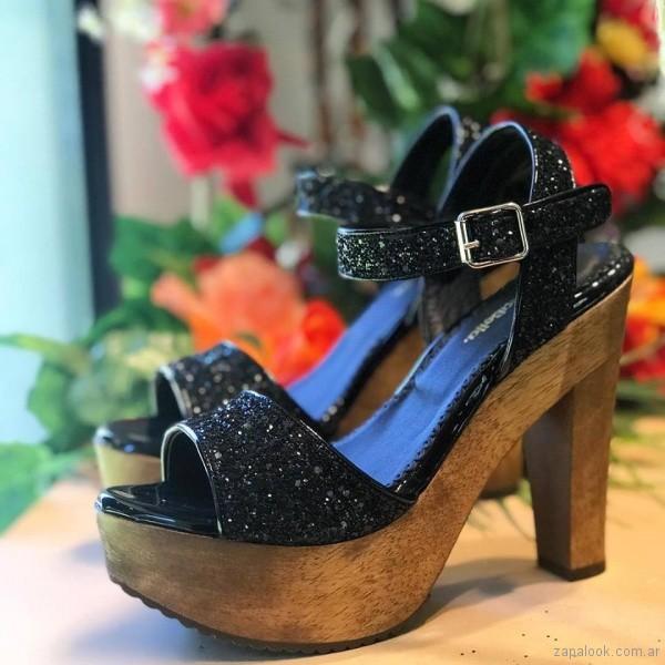sandalias altas con base de madera verano 2018 Priscila Bella