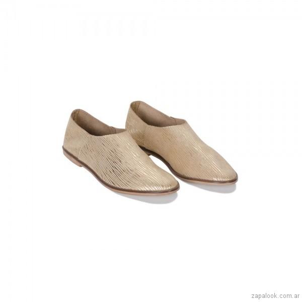 zapatos planos dorados otoño invierno 2018 - Calzados Viamo