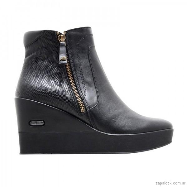 23b326dcee432 bota de cuero negra taco chino invierno 2018 Hush Puppies – Zapalook