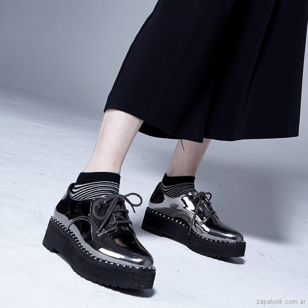 zapatos acoronados metalizados invierno 2018