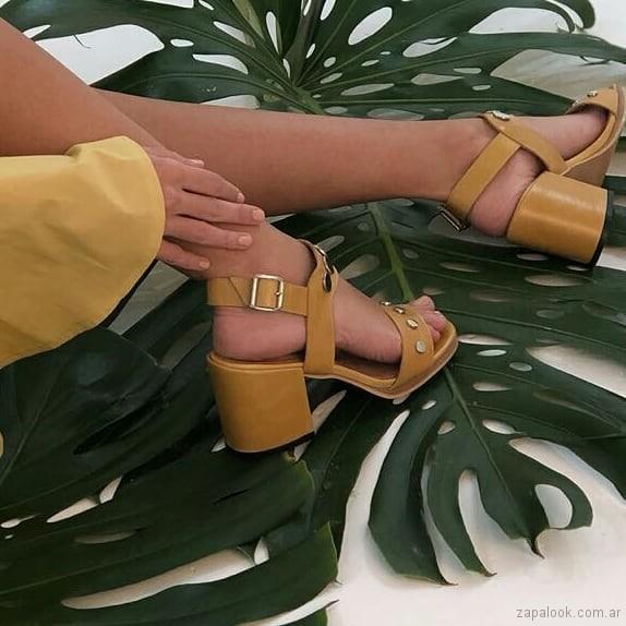 sandalias amarillas taco medio - Lucerna calzados verano 2019