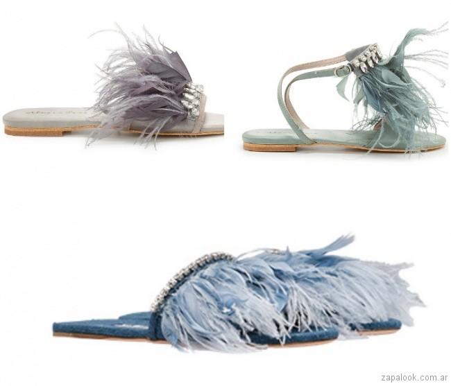 sandalias con plumas moda verano 2019 - Argentina