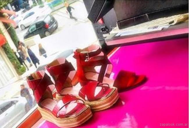 sandalias rojas JOSEFINA FERRONI verano 2019