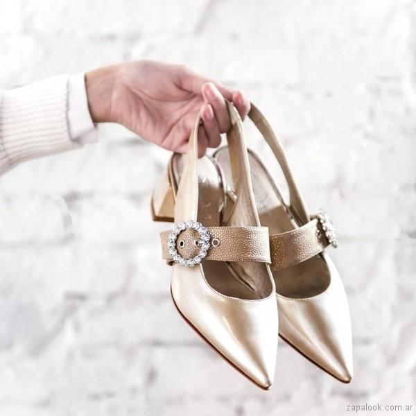 saverio di ricci zapatos punta fina con talon descubierto y hebilla de stras verano 2019