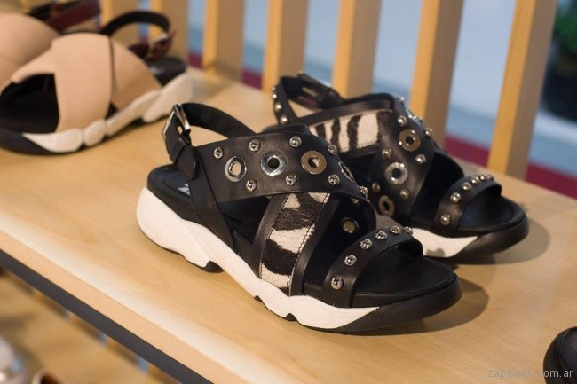 sandalias baja zuela de goma tachas animal print negra phishoes primavera verano 2019
