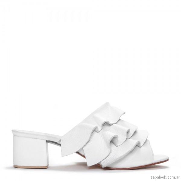 sandalias blancas con volados verano 2019 - Justa Osadia