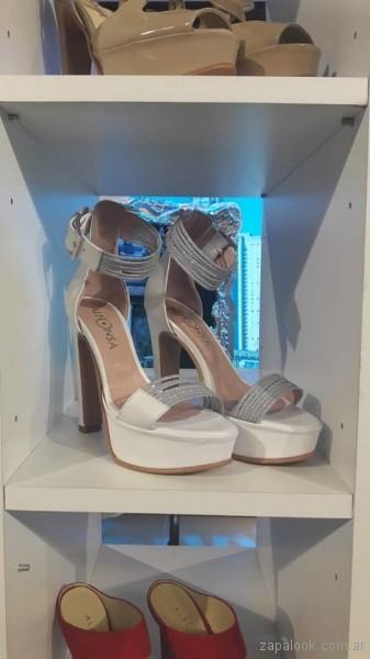 sandalias blancas y plateadas verano 2019 - Alfonsa