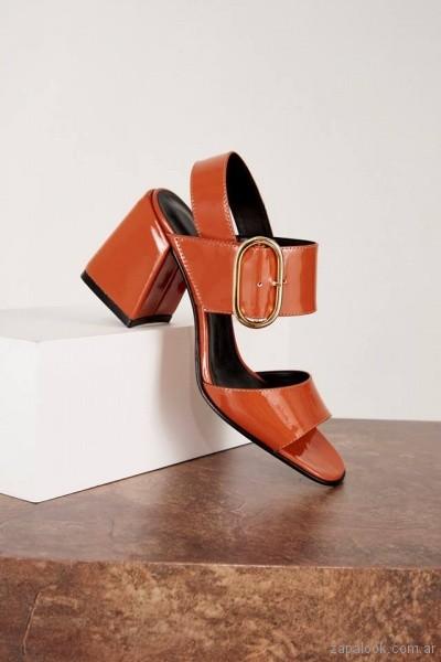 sandalias de charol taco medio verano 2019 - Calzado Mishka