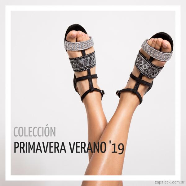 sandalias planas negras y plateadas para mujer verano 2019 -Pepe cantero