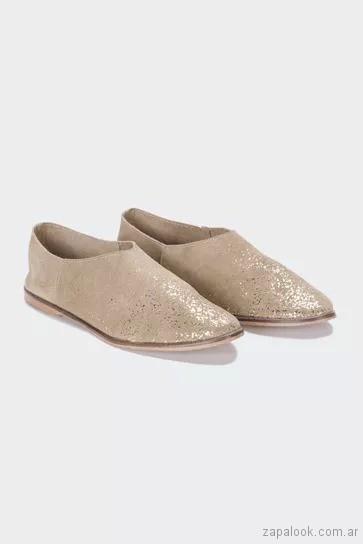 zapatos-planos-mujer-dorados-verano-2019