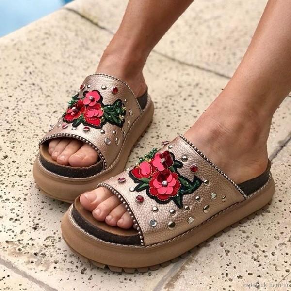 sandalias con apliques de flores 3d