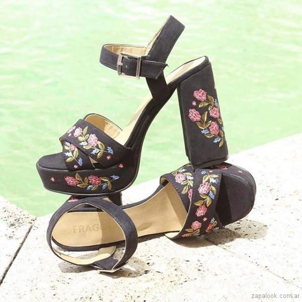sandalias negras bordadas altas verano 2019 - Fragola