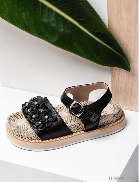 sandalias planas negras con flores 3d verano 2019 - Sofi Martire