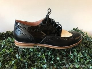 zapatos abotinados negros Alfonsina Fal verano 2019