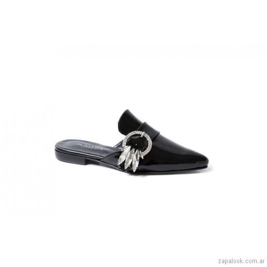zapatos planos negros con hebilla verano 2019 De Maria calzados