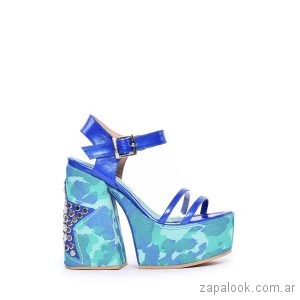 sandalias azules con plataformas verano 2019 Luciano Marra