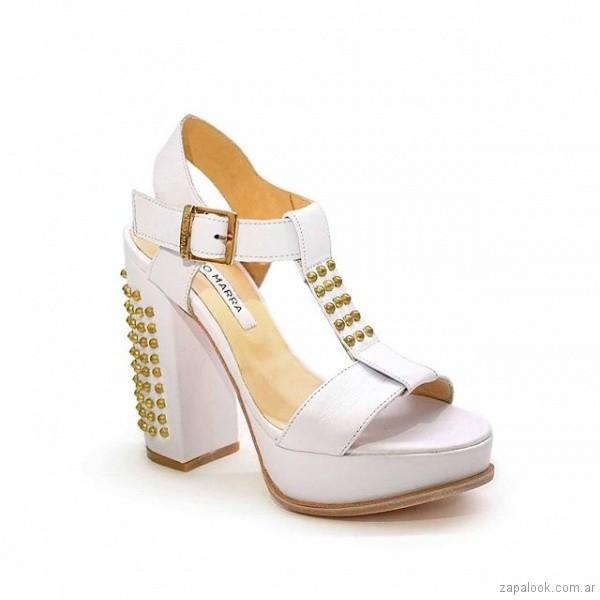 sandalias blancas con plataformas verano 2019 Luciano Marra